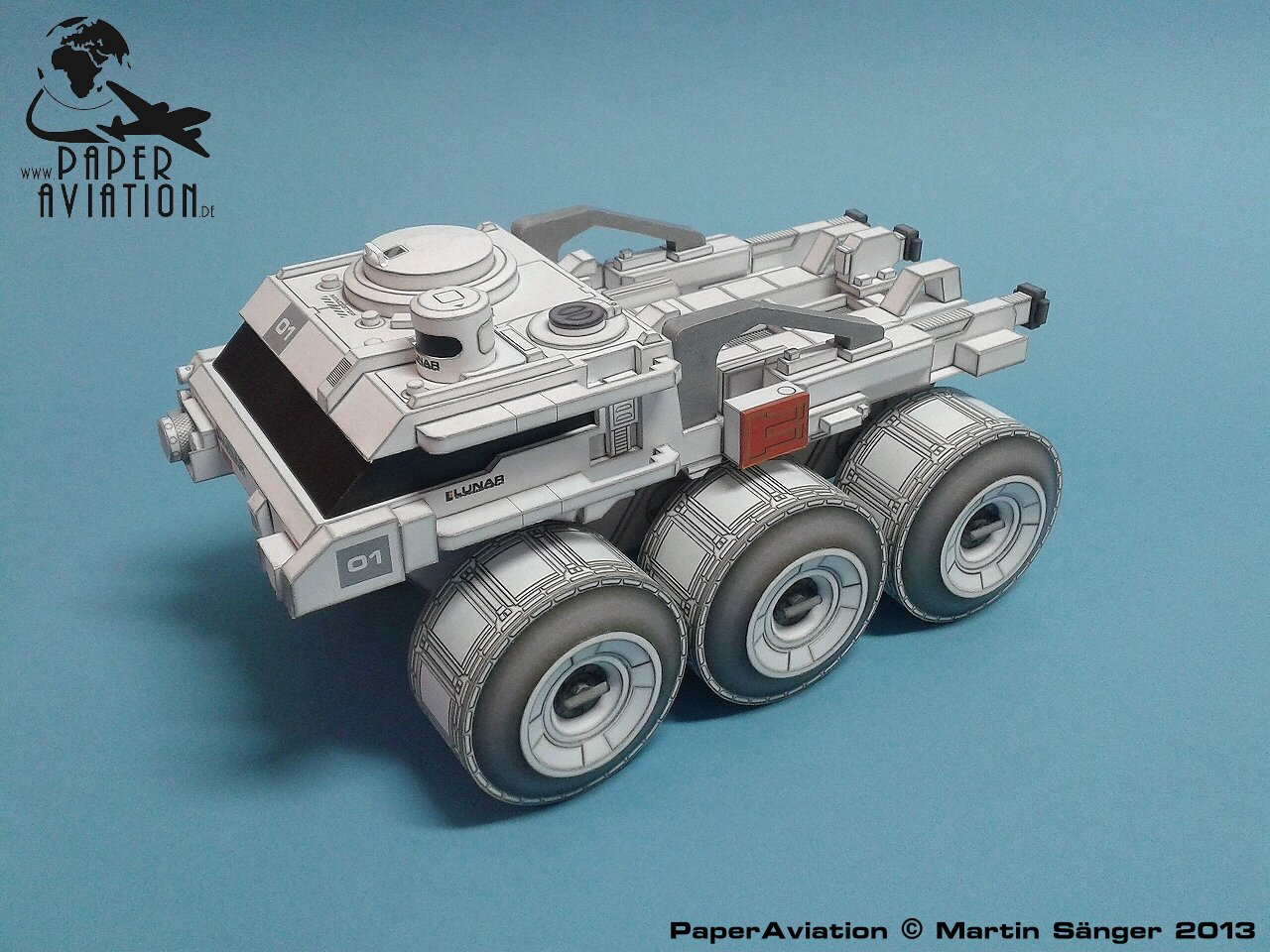 Lunar Rover z filmu Moon / 1:24 / Paper Aviation